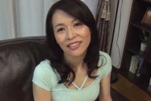【無修正】40代上品熟女の卑猥なおまんこ犯す無料熟女おまんこ動画