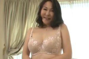 50代豊満熟女のおっぱい揉みたくなる無料熟女初撮り動画